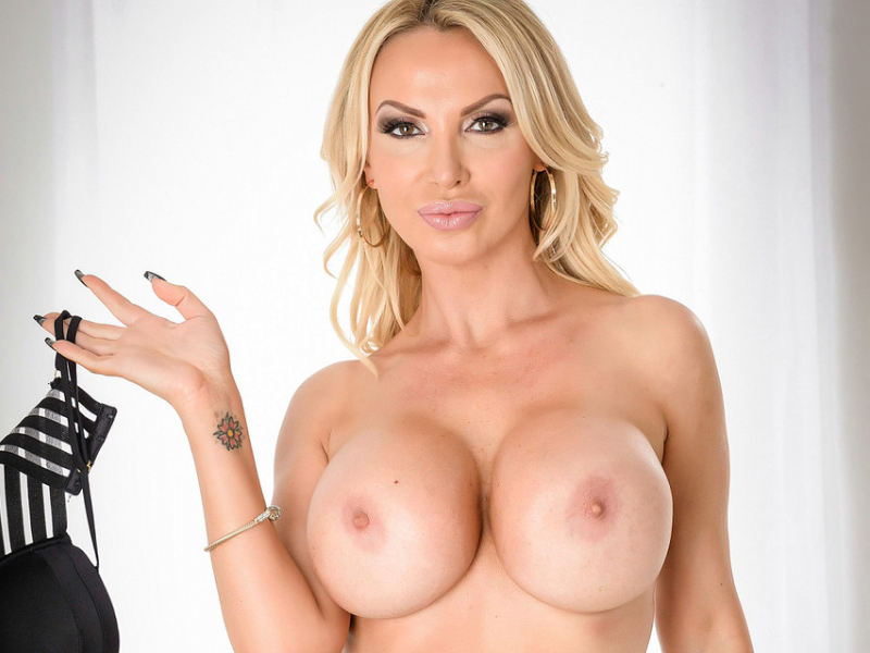 Pornstar Nikki Benz tattoo