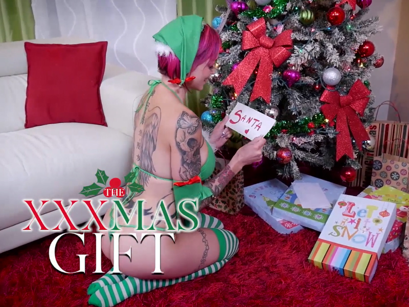 """Tattooed HoF Performer Anna Bell Peaks Gets Unwrapped by Dr. Mountain in """"The XXXmas Gift"""" by Spizoo"""